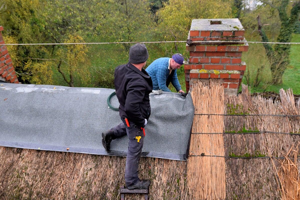 Nothilfe für das Dach des Pfarrhauses